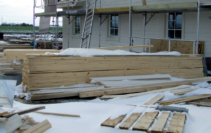 uhensigtsmæssig oplagring af byggematerialer.