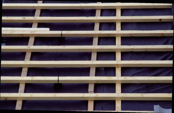 Beskadiget undertag af banevarer