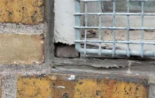 Fuge omkring vinduer – Bordben jern